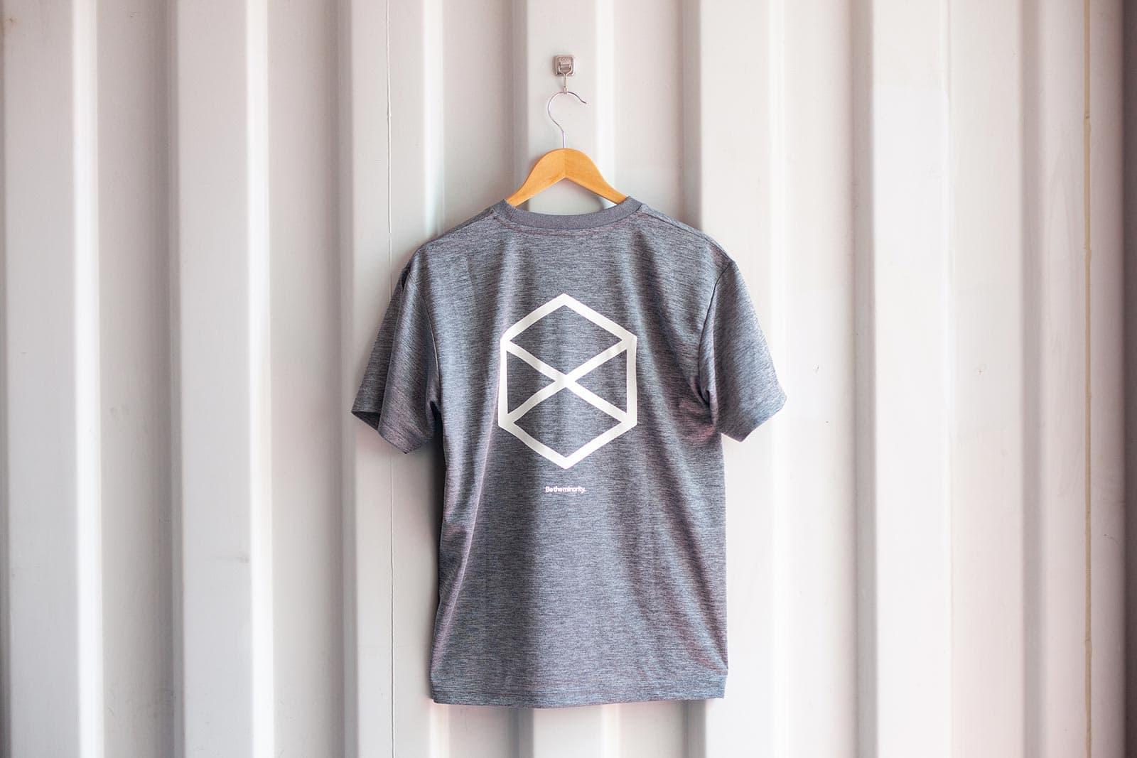 ミノリテロゴTシャツ/ヘザーチャコール背面